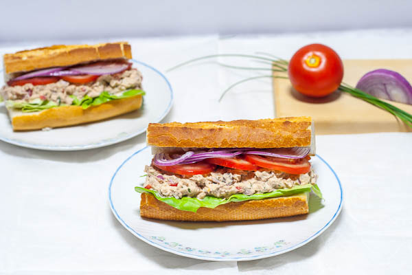 Tuna and raisins sandwich